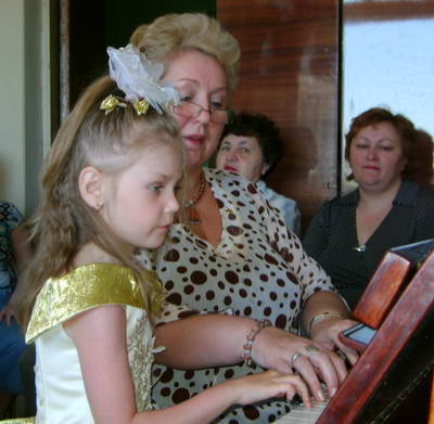 Юлия Александровна на занятии